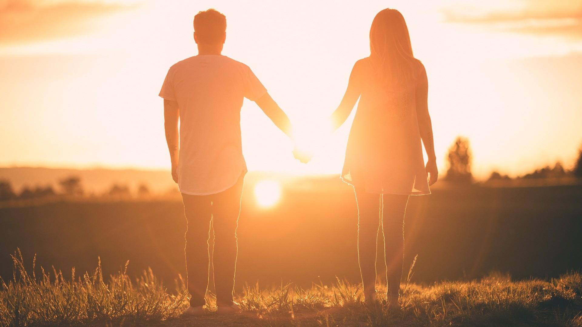 pareja al sol